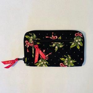 Vera Bradley • Wristlet Wallet